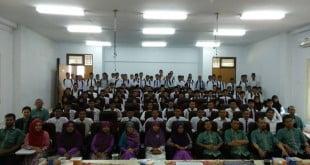 Foto Bersama Mahasiswa Baru dan Dosen